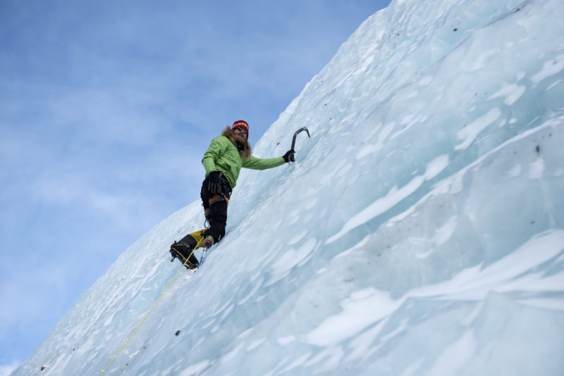 DSC_6187_Chad Jukes climbing ice near advanced basecamp (6400 m). Copyright Dave Ohlson_50percent